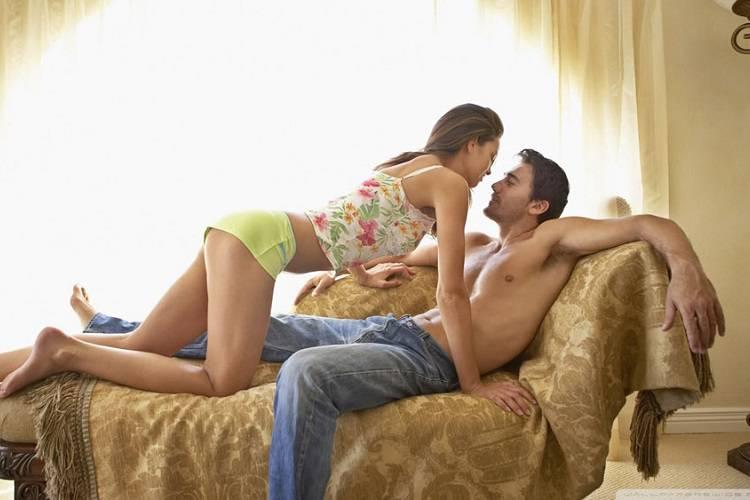 Resta incinta del collega di lavoro: il partner a un bivio