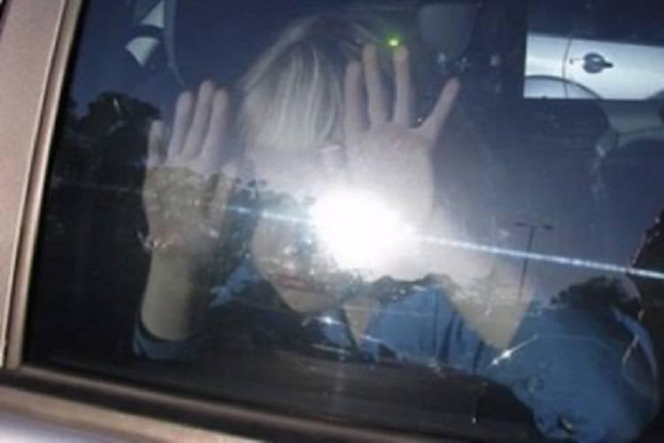 Bimbo si chiude in auto per gioco e muore sotto il sole
