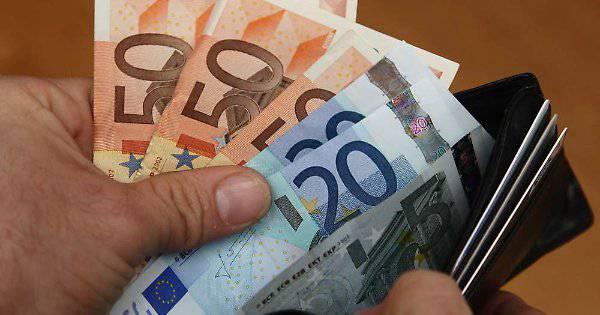 Stipendi, vietati i pagamenti in contanti: lo ha voluto il Pd