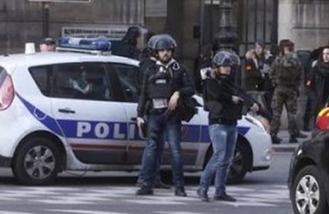 Francia, ancora terrorismo. Un'auto travolge i soldati, numerosi feriti