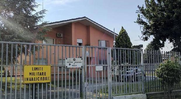 La polizia irrompe nella caserma dei Carabinieri: due arresti per pedopornografia