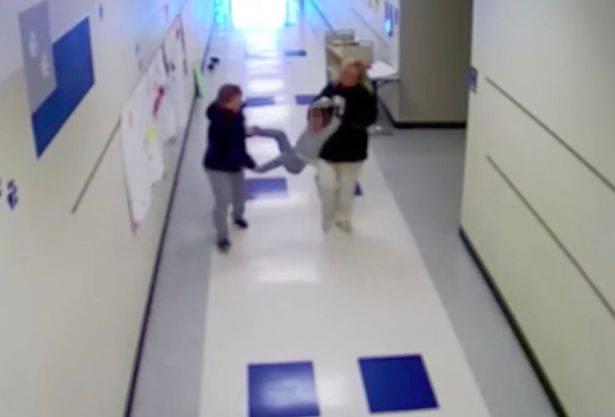 """""""Maestra, mi ha dato un morso!"""": orribile punizione per il bimbo autistico – VIDEO"""