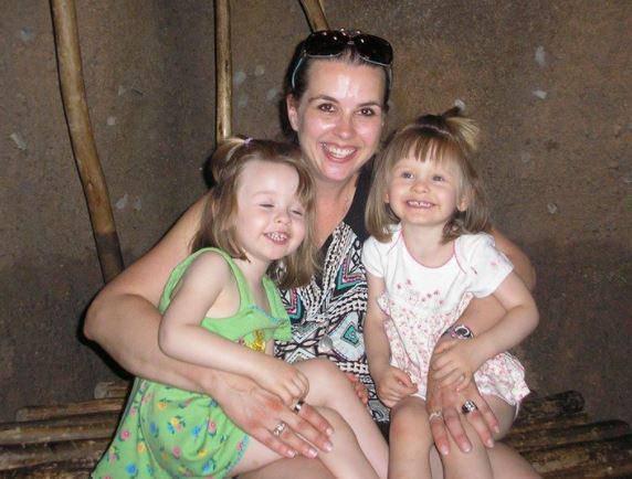 Madre e figlie piccole trovate morte, la polizia sospetta della donna