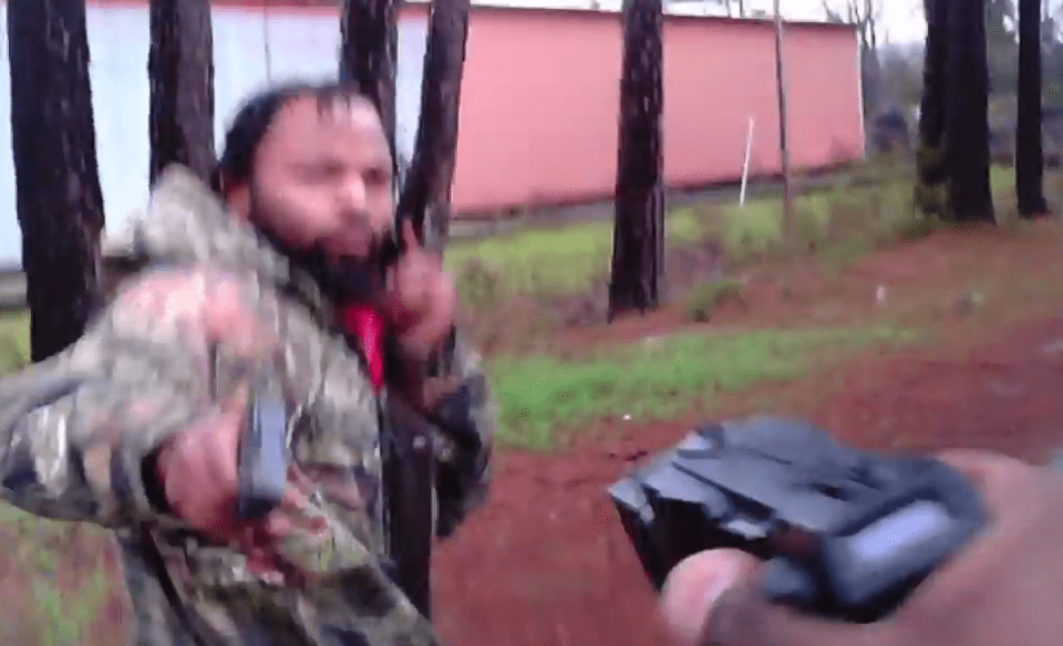 Poliziotto ferito, la telecamera riprende la sua agonia – VIDEO