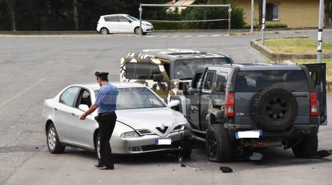 Bergamo, sparatoria tra bande rom nel parcheggio – VIDEO
