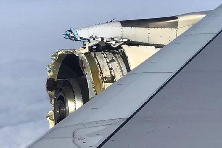 Paura in volo, esplode il motore dell'aereo: atterraggio d'emergenza in Canada