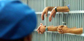 carcere detenuti stipendio