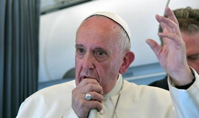 Papa Francesco sotto accusa: