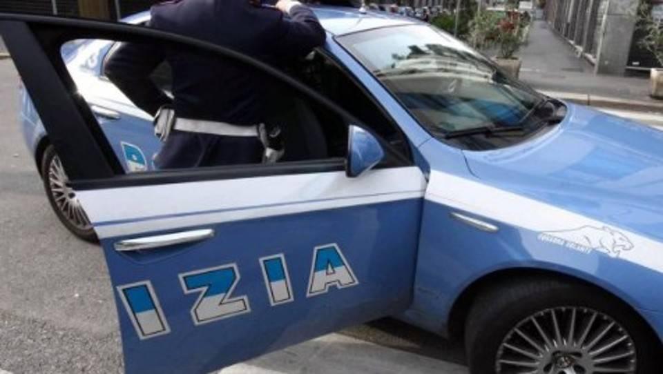 Roma, coppia aggredita fuori da una moschea perché si baciava
