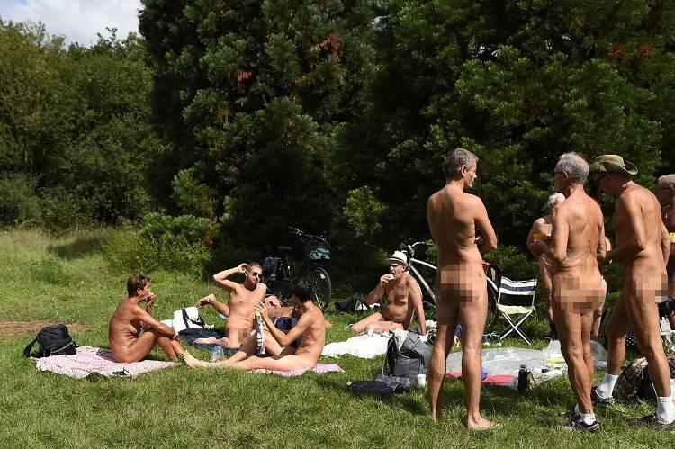 Nel cuore di Parigi, un parco riservato ai nudisti – VIDEO