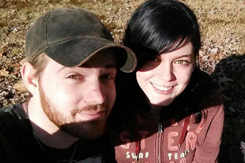 Sesso senza limiti, la giovane coppia finisce nei guai