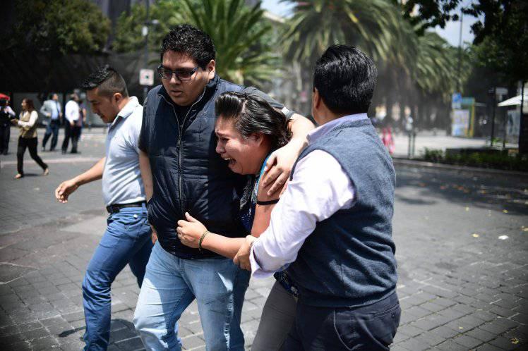 Messico, altro terremoto potentissimo: in migliaia in strada