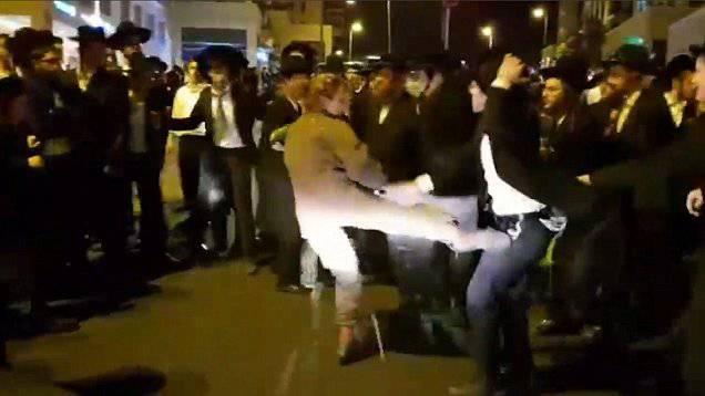 Insultata da 20 uomini, ecco come si difende – VIDEO