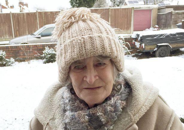 72 anni, stuprata e uccisa in casa