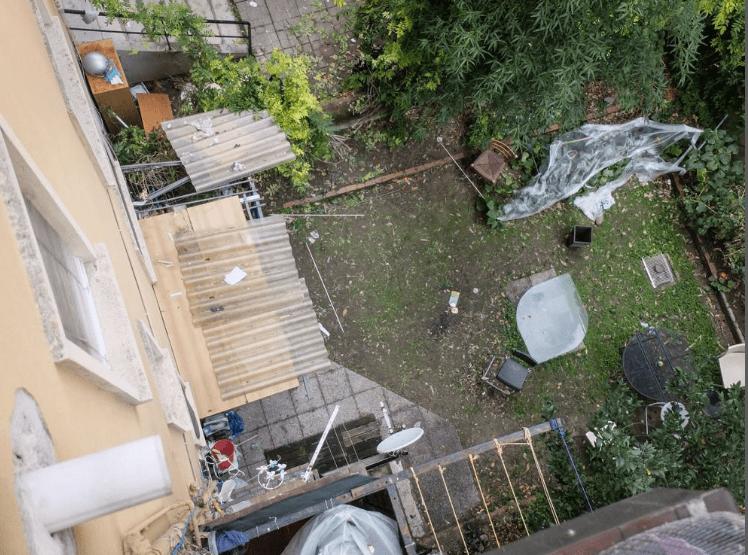 Bimbo di quattro anni cade dal settimo piano