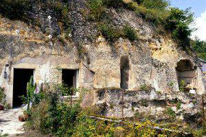 compra una casa nella roccia per un euro