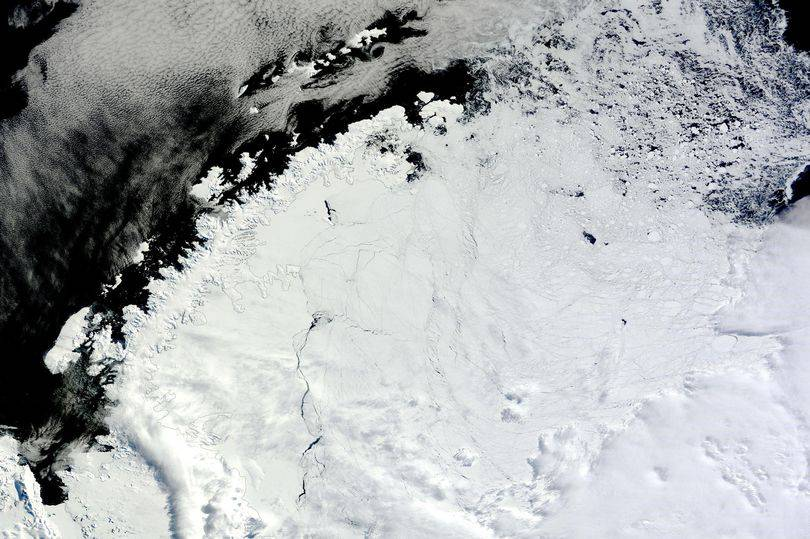 Un enorme buco si è aperto nell'Antartide: nessuno sa cosa sia