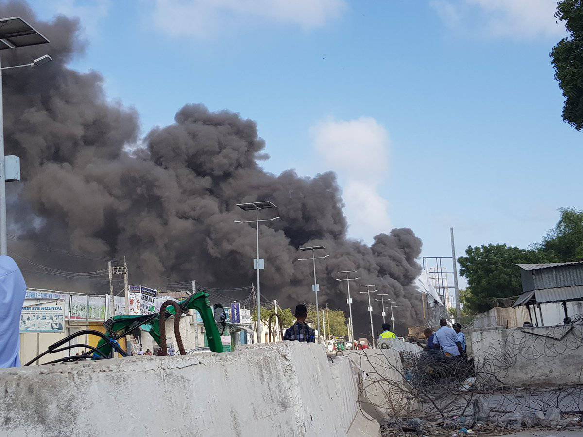 Mogadiscio: due autobombe esplodono in pieno centro – VIDEO