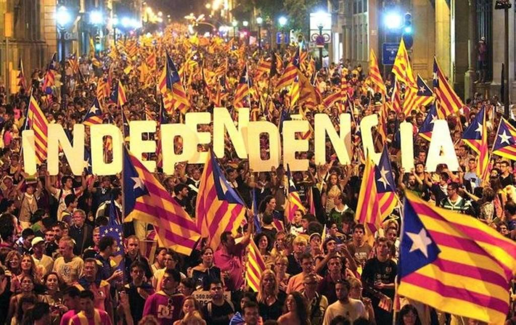 La Catalogna dichiara l'Indipendenza, 800 persone ferite: Spagna verso il caos