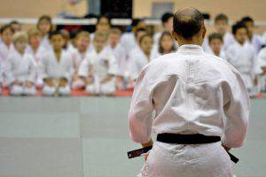 Istruttore di Karate abusa delle allieve