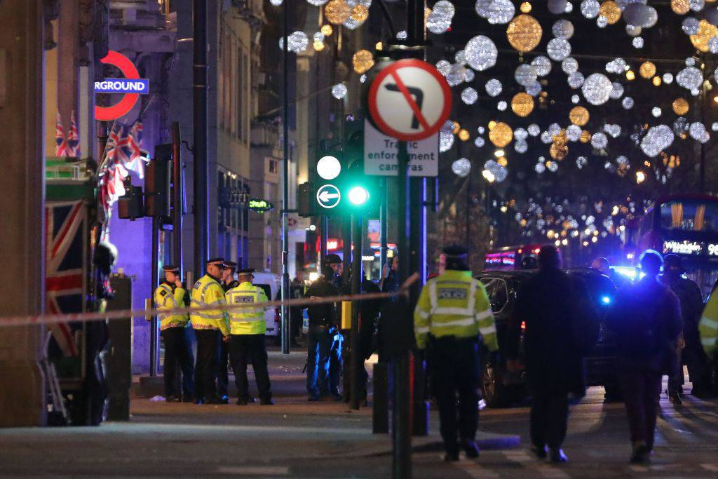 Londra, uditi degli spari: evacuata stazione di Oxford Circus – VIDEO