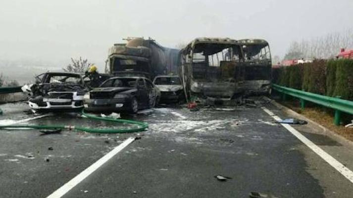 Incidente tremendo in autostrada: 18 morti e 19 feriti – VIDEO