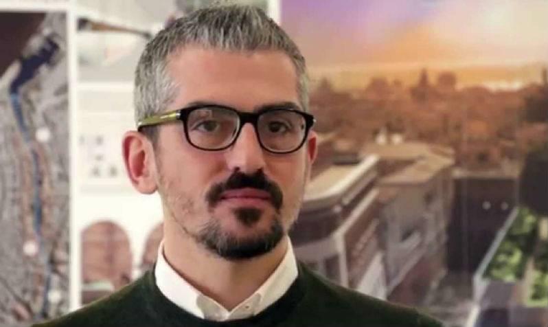 """Mantova, il sindaco incastrato dagli sms. La difesa: """"C'è un equivoco"""""""