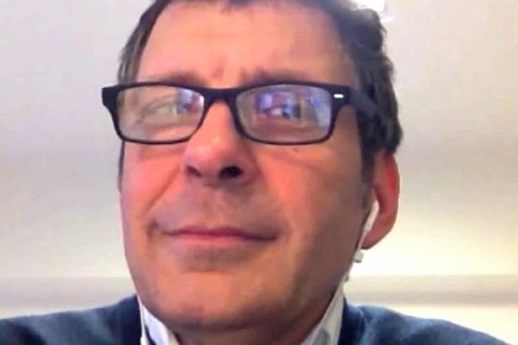 """Dopo l'ischemia, Fabrizio Frizzi torna a parlare: """"Combatto per riprendermi"""""""