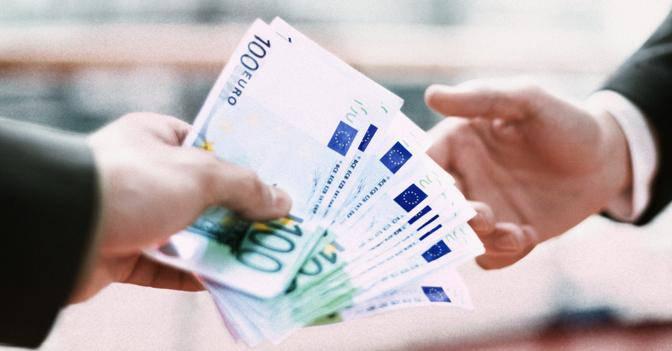 Niente più stipendio in contanti, pagamenti solo in banca o alla posta