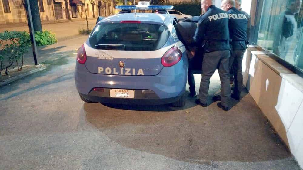 Omicidio a Reggio Emilia, giovane barista cinese uccisa a coltellate