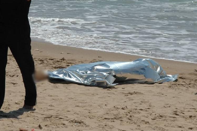 Ostia: rinvenuto un cadavere in spiaggia, è mistero