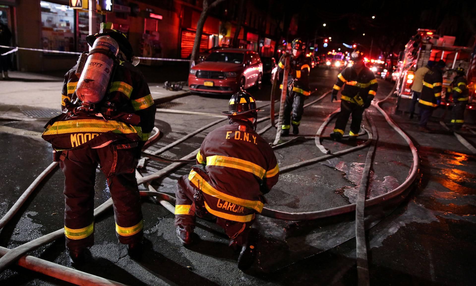 Drammatico incendio a New York: è una strage