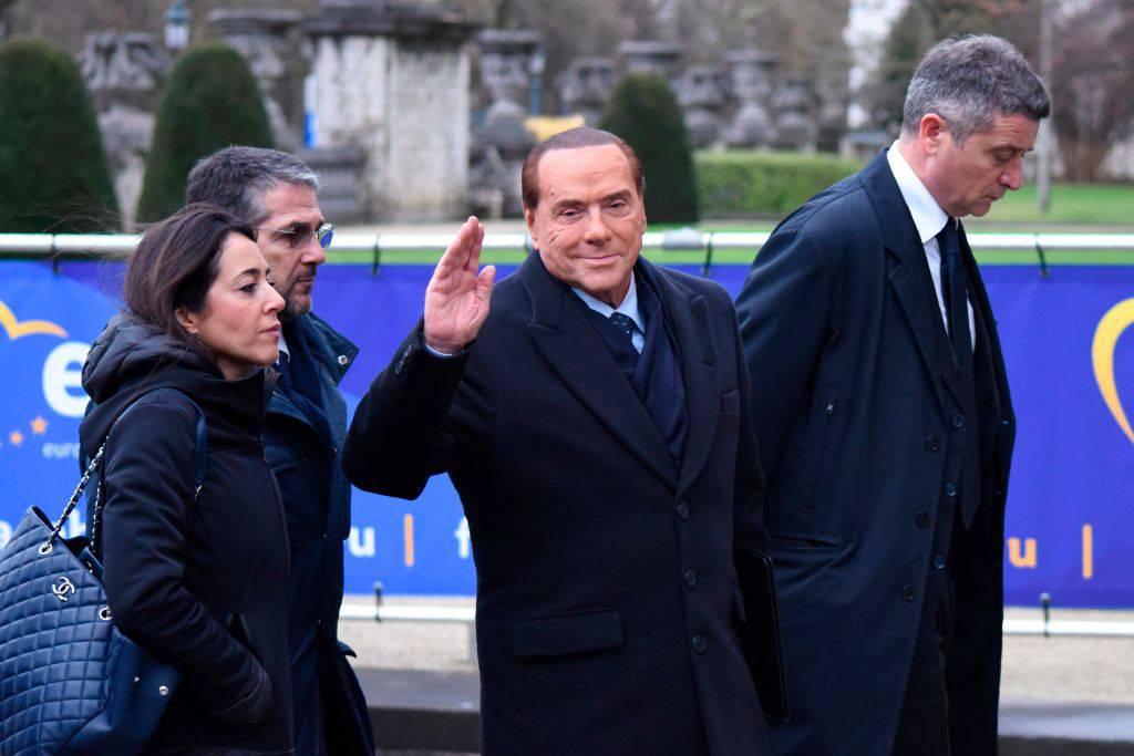 """Berlusconi a tutto campo: """"Flat tax, ius soli e nodo alleanze"""""""