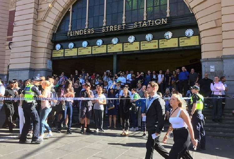 Terrore a Melbourne: un Suv si lancia contro la folla – VIDEO