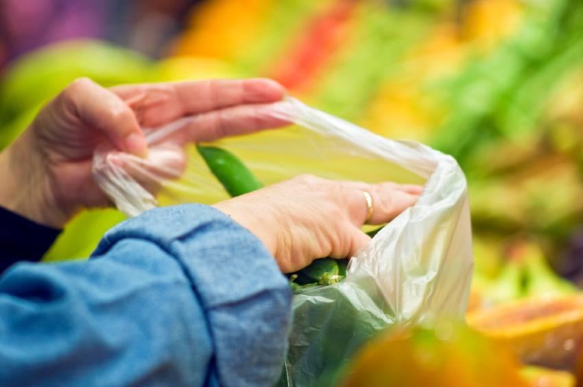 A partire dal nuovo anno i sacchetti per frutta e verdura saranno a pagamento