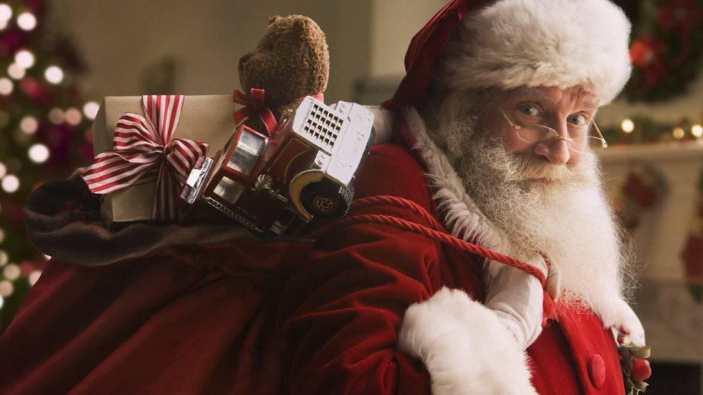 Leo, afflitto per la perdita del gemellino, sollevato da Babbo Natale