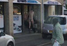 uomo nudo