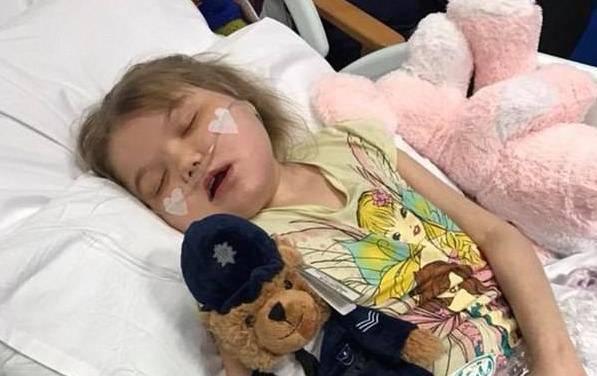 La bimba di 11 anni sta morendo, scontro medici-genitori