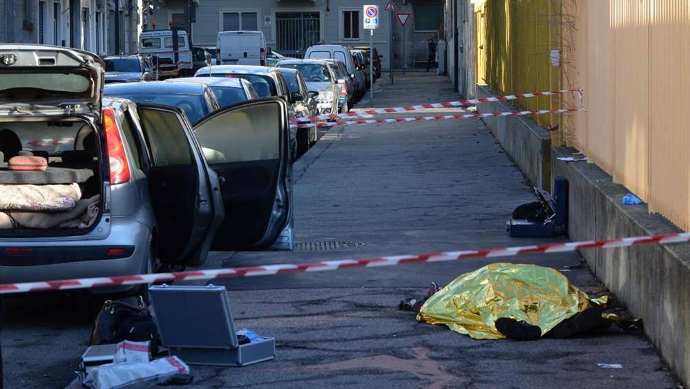 Torino, litiga con la moglie poi si dà fuoco