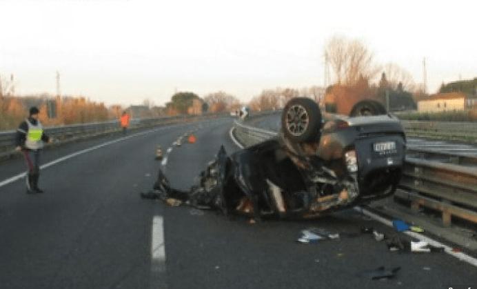Tragedia sulla Firenze-Livorno: l'auto cappotta, 31 enne perde la vita