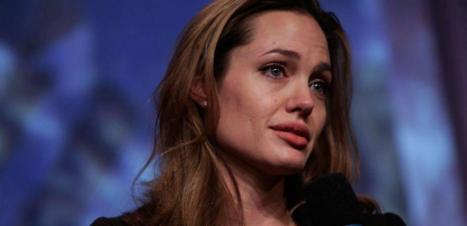 """Cancro al seno. """"Gene Jolie"""" oppure no, stessa percentuale di sopravvivenza"""