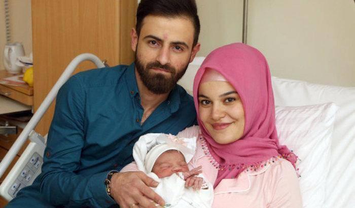 """""""Benvenuta terrorista"""": bufera sulla prima nata del 2018 a Vienna"""