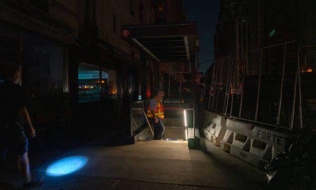 New York, blackout paralizza la città per tre ore