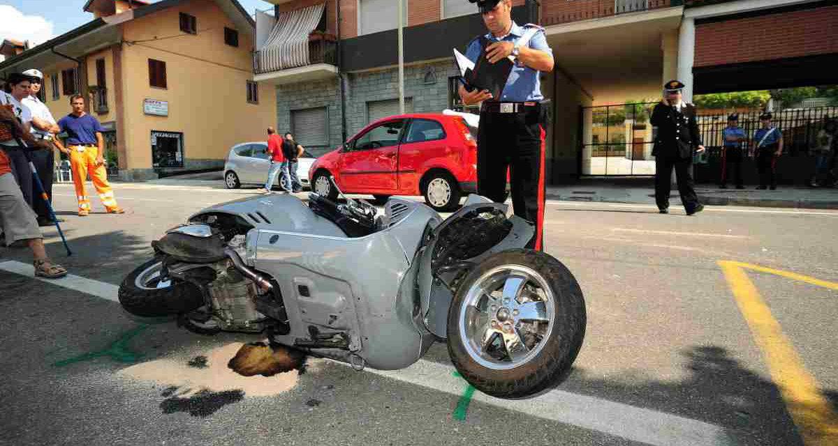 Casavatore, incidente mortale nella notte: un 26enne sbanda con la moto