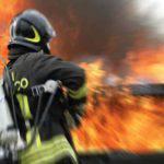 Napoli: in fiamme un negozio di giocattoli, evacuati due palazzi