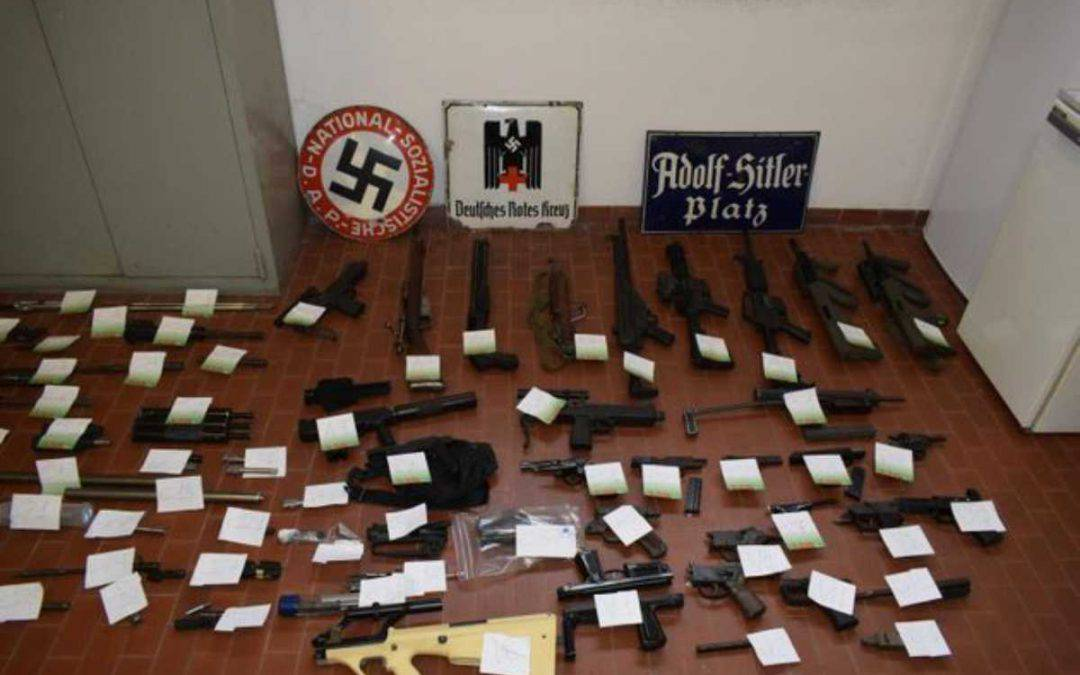 Sequestrato arsenale a gruppo nazista italiano: trovati mitra ed un missile