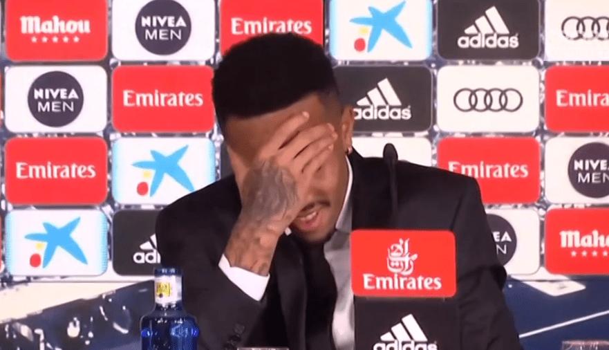 Real Madrid, malore per Militão durante la presentazione – VIDEO
