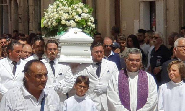 Tragedia Ragusa, stamane i funerali ad Alessio: è morto anche Simone