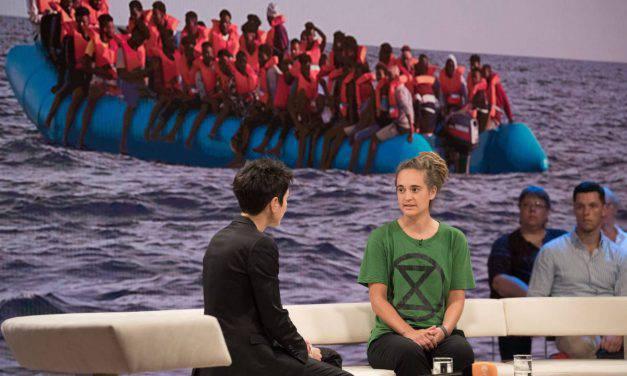 """Carola Rackete shock: """"Il governo tedesco mi ordinò di portare i migranti in Italia"""""""