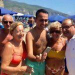 Luigi Di Maio, polemiche per il selfie in spiaggia col sindaco Pd